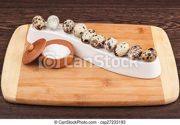The picture quail eggs - csp27233193