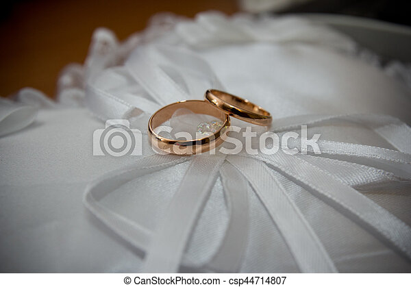 The rings on the flowers, in a box, on a white fabric on toys, colors, wedding details, wedding rings - csp44714807