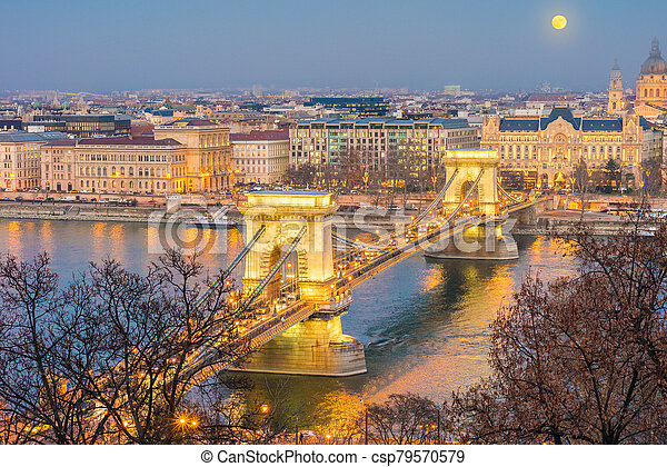 The Szechenyi Chain Bridge in Budapest, Hungary. - csp79570579