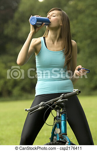 thirsty fitness woman - csp2176411