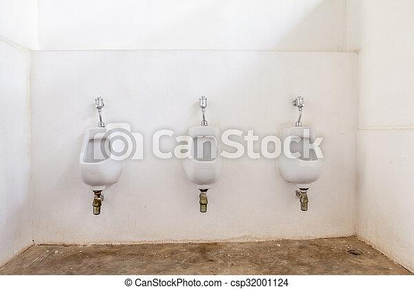 three urinals to be use - csp32001124