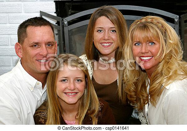 thuis, gezin, vrolijke  - csp0141641