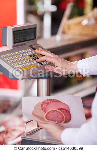 tienda, escala, pesar, botón, carnicero, mientras, planchado, primer plano, tenencia, cortes, frío - csp14630599