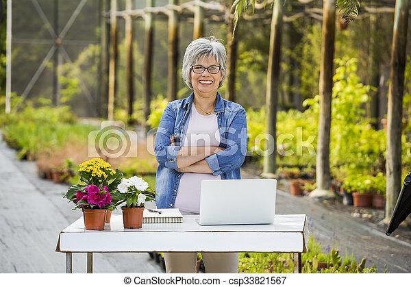 tienda, flor, trabajando - csp33821567
