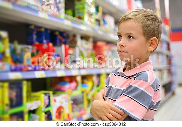 tienda, niño, juguetes, miradas, estantes - csp3064012