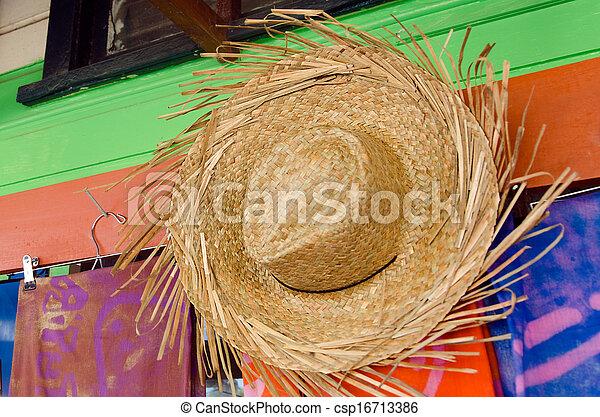 Sombreros de paja a la venta en una tienda de recuerdos tropicales - csp16713386