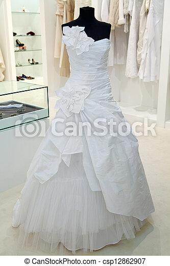 Vestido De Boda En Un Maniquí En Una Tienda De Novias