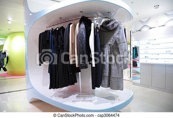 La ropa de la mujer en la tienda - csp3064474