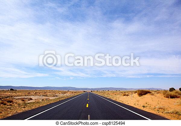 Camino Salvaje Oeste - csp8125494