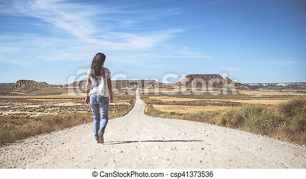 Camino de tierra del oeste salvaje - csp41373536