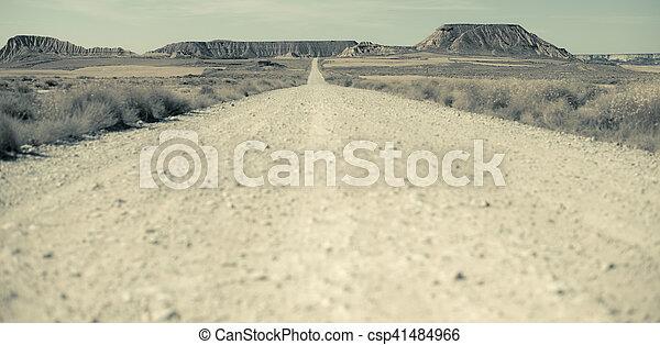 Camino de tierra del oeste salvaje - csp41484966