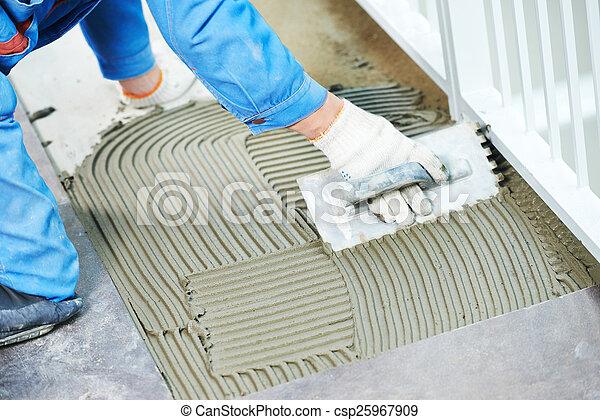 Tilers en renovación de baldosas industriales - csp25967909