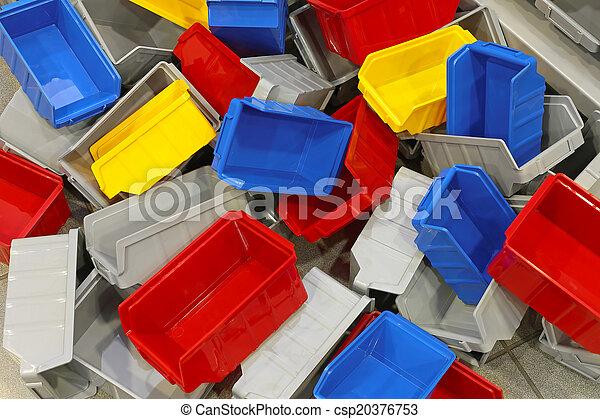 Bines de plástico y bañeras - csp20376753