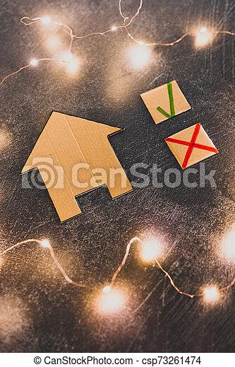tique, carton, maison, croix, miniature, vert, choisir, propriété, options, mieux - csp73261474