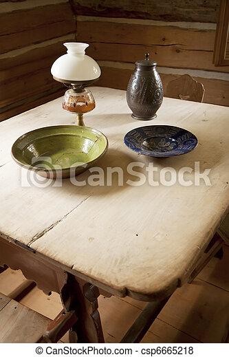 Alte Tische und Teller - csp6665218