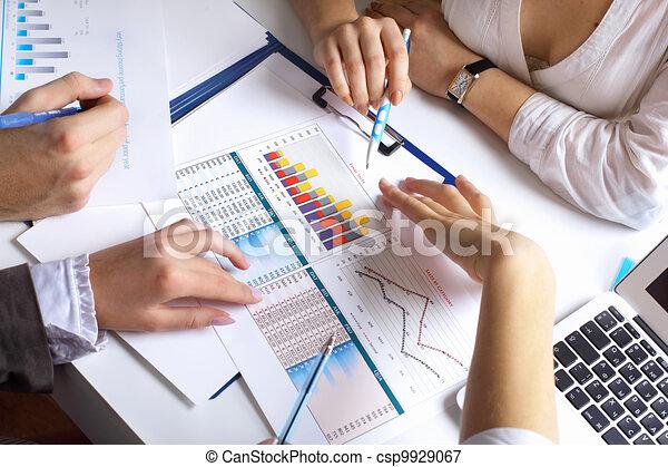 tisch, finanziell, papiere - csp9929067