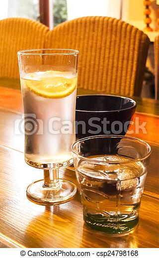Tisch, kalte getränke, brille. Alkoholiker, tisch, daheim, kalte ...