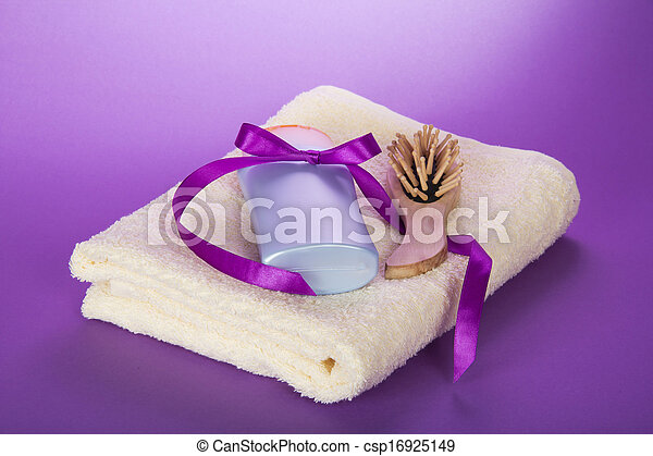 toalha, shampoo, hairbrush - csp16925149