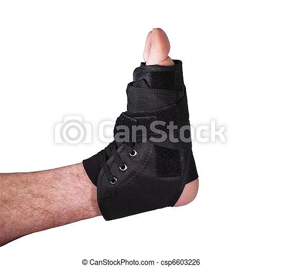 Herida de tobillo en el yeso atado - csp6603226