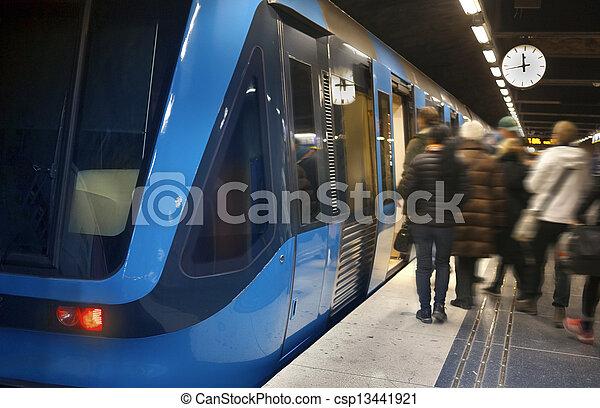 tog station, stockholm, underjordisk - csp13441921