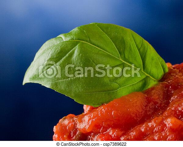 tomatensaus, blad, achtergrond, basilicum - csp7389622
