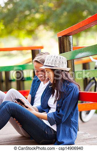 tonåring, kompress, par, dator, utomhus, användande, lycklig - csp14906940
