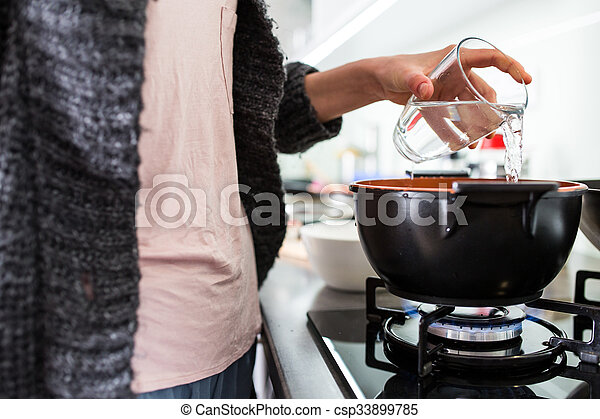 toned, image), kvinna, henne, färg, matlagning, (shallow, nymodig, ung, dof;, kök - csp33899785