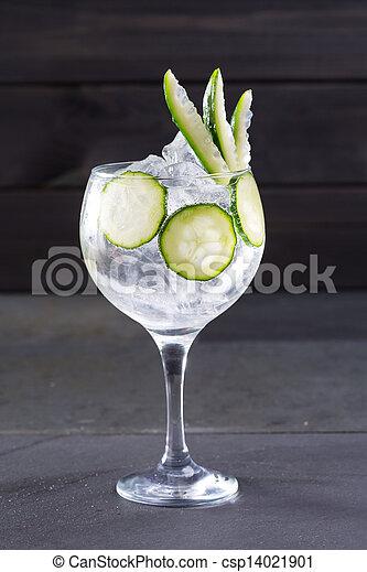 tonique, cocktail, glace, concombre, gin, noir - csp14021901