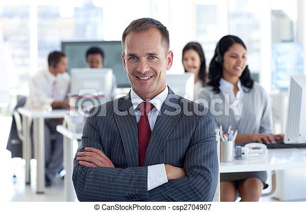 toonaangevend, zijn, team, directeur, centrum, het glimlachen, roepen - csp2704907