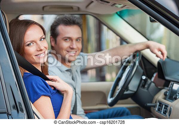 toothy, 차, 한 쌍, 복합어를 이루어 ...으로 보이는 사람, 카메라, 미소, 남을 사랑하는 - csp16201728