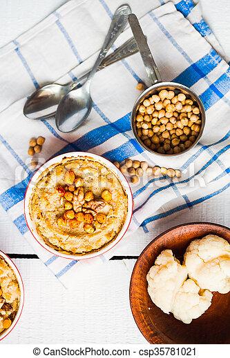 topo, cogumelos, vegan, nozes, chickpeas, vegetal, casserole, vista - csp35781021