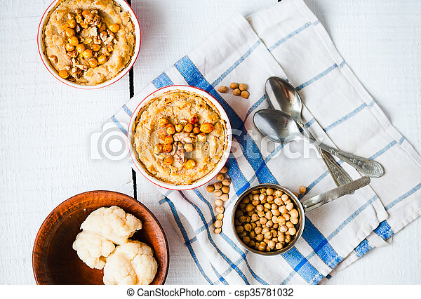 topo, cogumelos, vegan, nozes, chickpeas, vegetal, casserole, vista - csp35781032