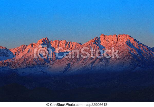 toppig bergskedja, mountains, californa, soluppgång - csp22906618