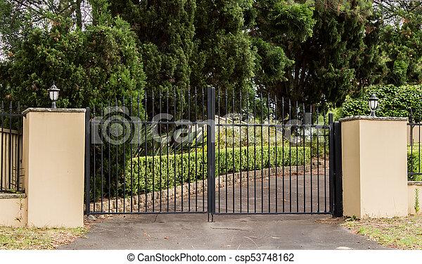 Tore Eingang Satz Kleingarten Zaun Metall Baume Zufahrt