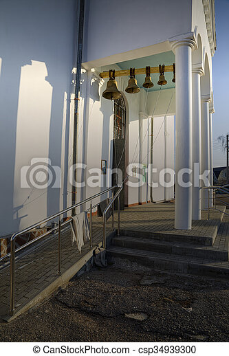 Torre de campana de la iglesia ortodoxa. - csp34939300