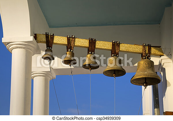 Torre de campana de la iglesia ortodoxa. - csp34939309
