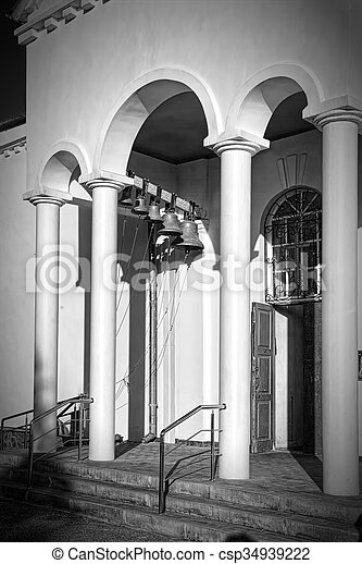 Torre de campana de la iglesia ortodoxa. - csp34939222