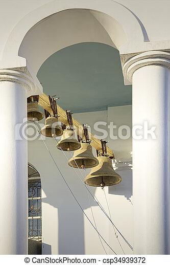Torre de campana de la iglesia ortodoxa. - csp34939372