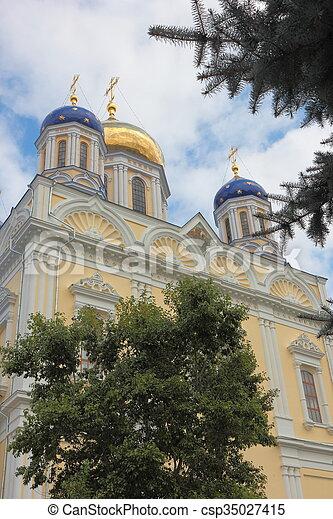 El campanario de la catedral. - csp35027415