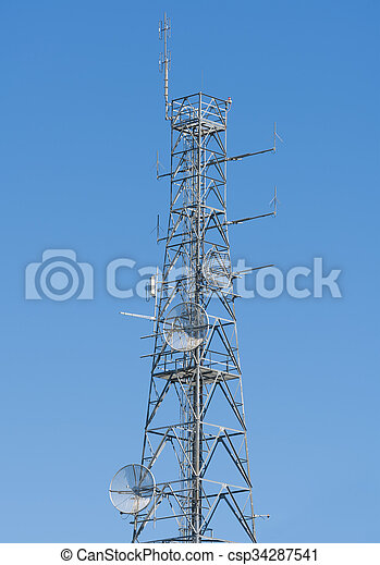 Torre de antena en la cima de una colina - csp34287541