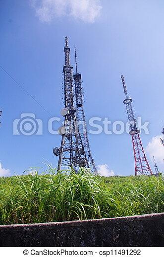 Torre de telecomunicaciones en la cima del monte - csp11491292