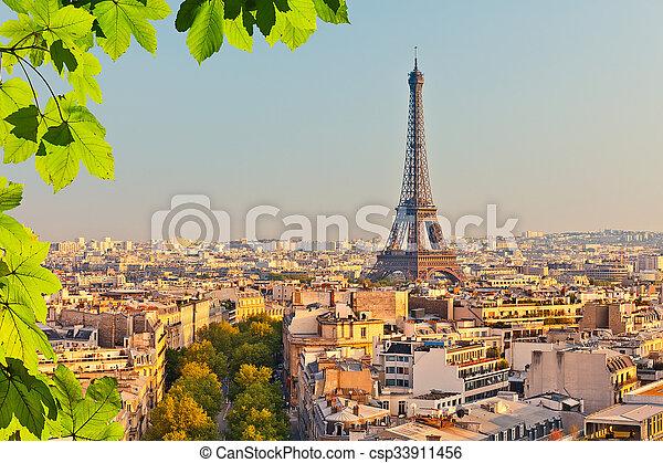 Vista en la torre Eiffel al atardecer - csp33911456