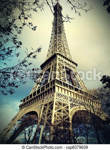 Torre Eiffel en París - csp6379639