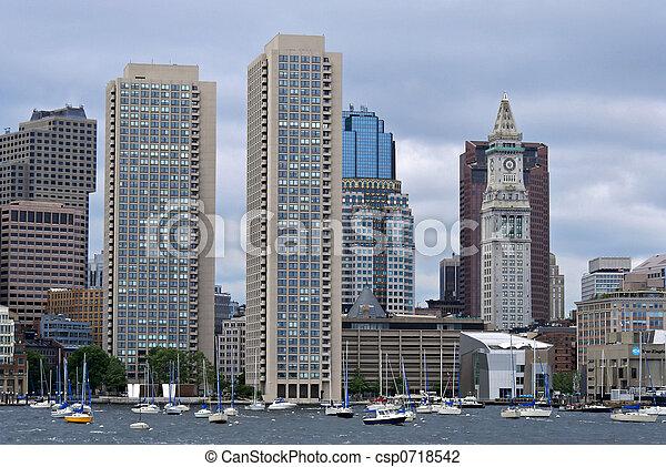 Torres gemelas y casas de costumbre de Boston Harbor - csp0718542