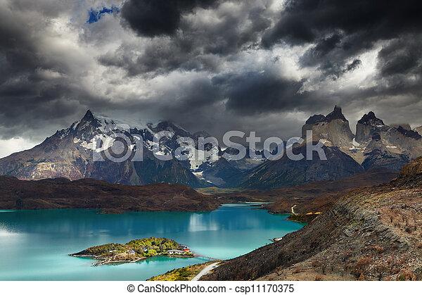 Torres del Paine, Lake Pehoe - csp11170375