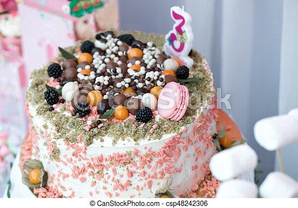 Tavolo Compleanno Bambini : Torta tavola compleanno colorito festa. bambini regalo
