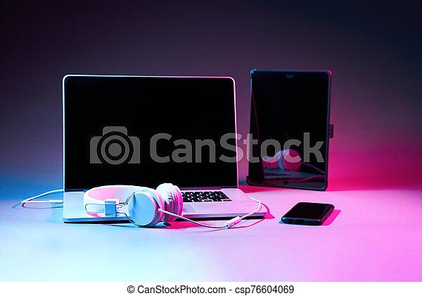 toucha, ringa, laptop, kompress, hörlurar, dator, smart, vaddera - csp76604069