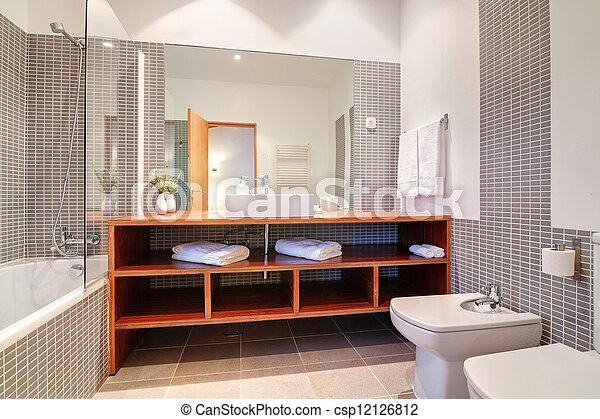 Baño con lavabo y bidet y toallas. - csp12126812