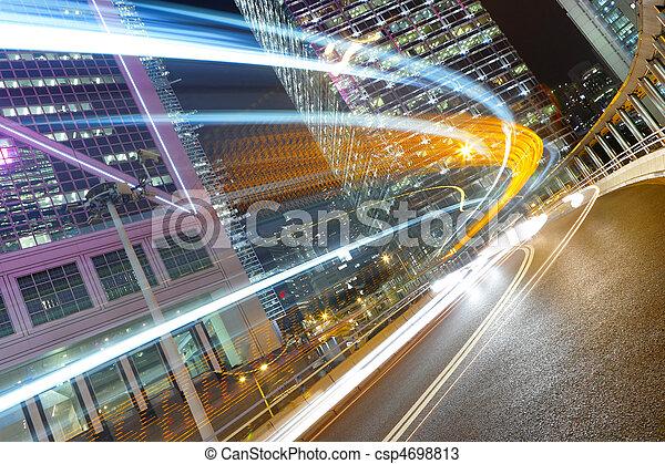 Tráfico por la noche - csp4698813