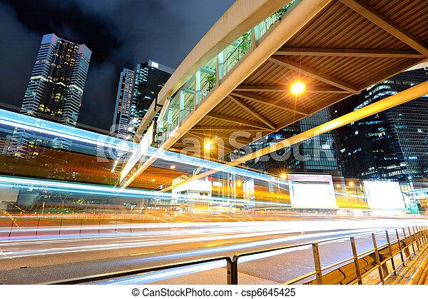 Tráfico por la noche - csp6645425
